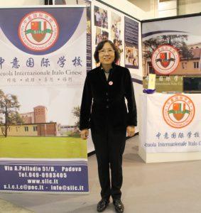 中意国际学校校长李雪梅女士前来展会
