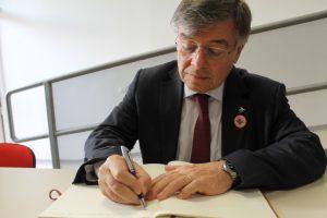 意大利经济发展部部长赞农纳托(Zanonato)先生为我校题词